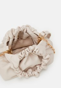 Forever New - GIA GATHERED HANDLE POUCH BAG - Bolso de mano - porcelain - 2