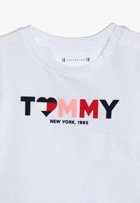 Tommy Hilfiger - BABY GIRL TEE - Langarmshirt - bright white - 3
