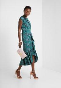 Three Floor - EXCLUSIVE DRESS - Sukienka koktajlowa - green - 1