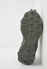 Salomon - ALPHACROSS BLAST CSWP - Trekingové boty - olive night/black/castor gray - 5