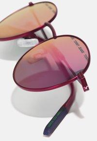Tommy Jeans - UNISEX - Sluneční brýle - matte fuchsia - 4