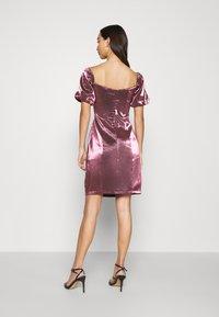 Glamorous - CORSET MINI DRESS WITH PUFF SHORT SLEEVES AND CURVED NECKLINE - Vestito elegante - pink metallic - 2