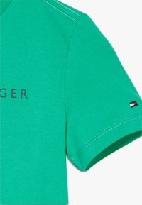 Tommy Hilfiger - ESSENTIAL LOGO UNISEX - Print T-shirt - green - 3