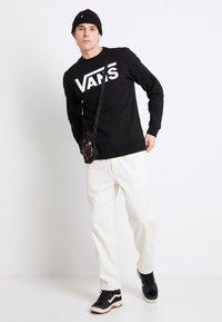 Vans - CLASSIC CREW - Bluza - black/white - 1