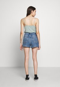 New Look Petite - HIGH RISE BEYONCE - Farkkushortsit - mid blue - 2