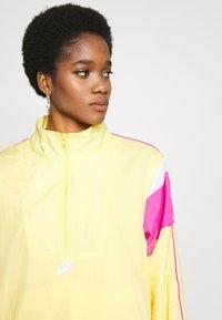 Nike Sportswear - LIGHTWEIGHT JACKET - Chaqueta fina - topaz gold/fire pink/white - 4