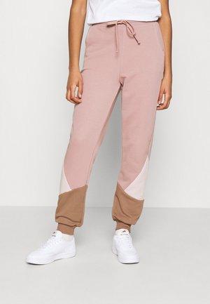 NMLIA PANT - Pantalones deportivos - woodrose/brownie/hush