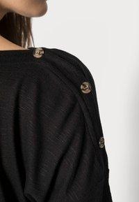 Pieces - PCNOLLIE ONECK - Sweter - black - 4