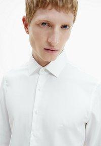 Calvin Klein - STRUCTURED - Formal shirt - white - 3