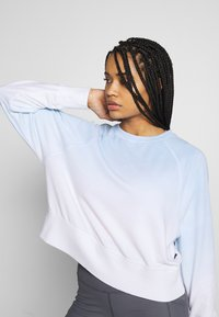 Cotton On Body - RAGLAN LONG SLEEVE CREW - Sweatshirt - dip dye skye blue - 3