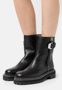 Proenza Schouler - Kotníkové boty na platformě - nero - 0
