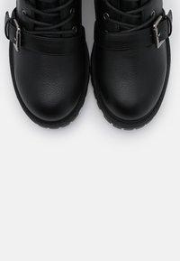 Rubi Shoes by Cotton On - DUA LACE UP BOOT - Nauhalliset nilkkurit - black smooth - 5