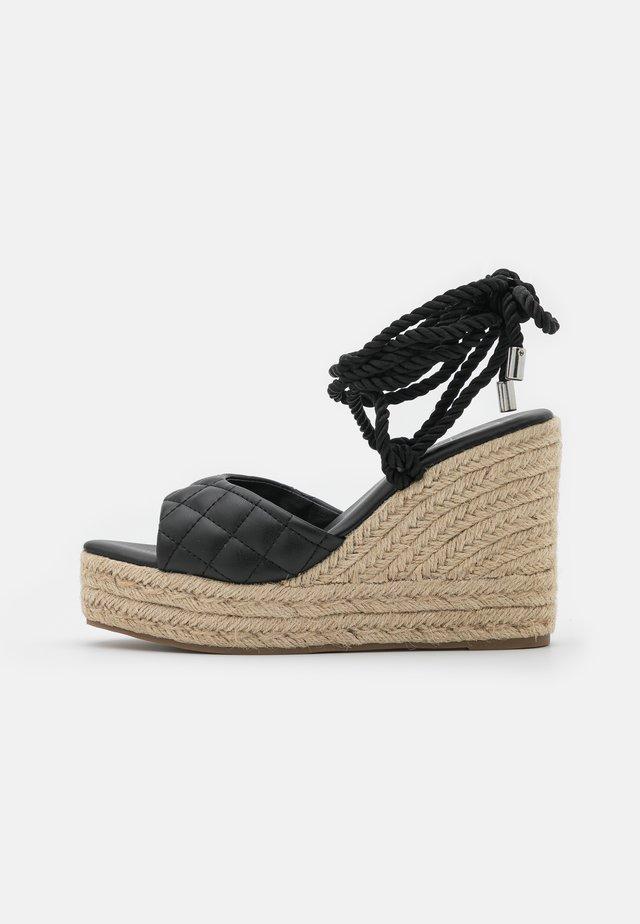 QUILTED EDGE WEDGE - Sandaler med høye hæler - black