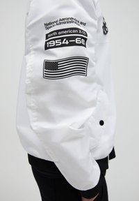 PULL&BEAR - Bomber Jacket - white - 5