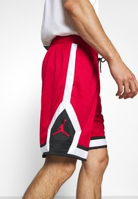 Jordan - JUMPMAN DIAMOND SHORT - Sports shorts - gym red/black/white - 3