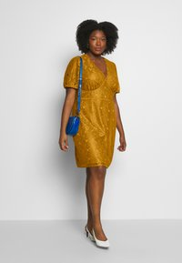 Fashion Union Plus - LUCA DRESS - Cocktailkjoler / festkjoler - yellow - 1