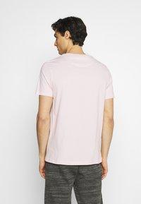 Lyle & Scott - PLAIN - T-shirt - bas - stonewash pink - 2