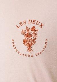 Les Deux - SPREZZATURA - Print T-shirt - dusty rose - 2