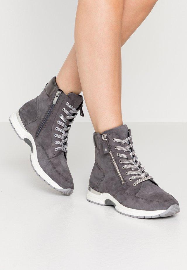BOOTS - Nauhalliset nilkkurit - dark grey