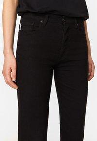 Bimba Y Lola - BOOTCUT  - Jeans Bootcut - black - 4