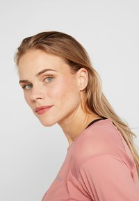ONLY Play - ONPJAVA CROPPED TEE - Langærmede T-shirts - dusty rose - 3