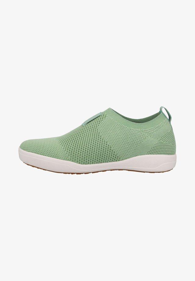 Sneakers laag - hellgrün