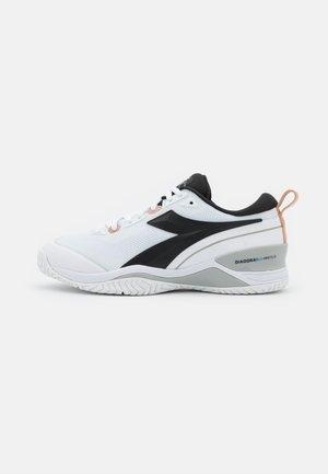 SPEED BLUSHIELD 5 AG - Multicourt tennis shoes - white/silver/black