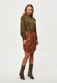 Minus - LELA - Button-down blouse - dark olive flower print - 1