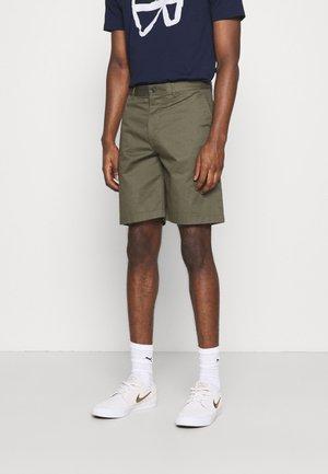 JONATHAN LIGHT - Shorts - olive