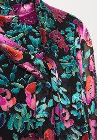 Gestuz - GROA DRESS - Denní šaty - pink roses - 6