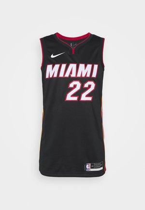 NBA MIAMI HEAT JIMMY BUTLER SWINGMAN  - Klubbkläder - black/tough red/sundial