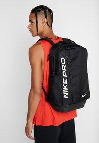 Nike Performance - POWER - Batoh - black/white - 1