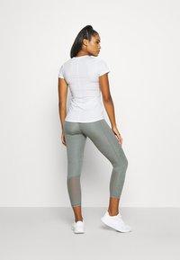 Nike Performance - ONE SLIM - T-shirt basic - white/black - 2