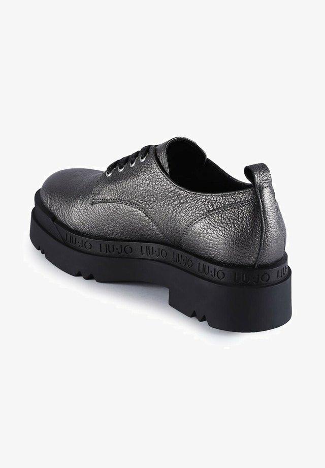 Chaussures à lacets - argenté