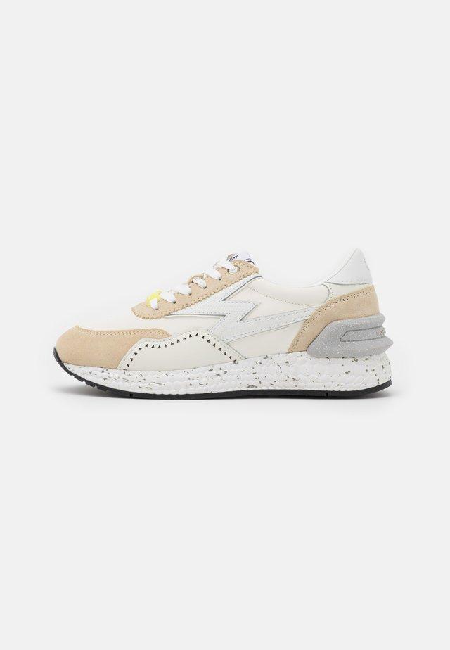 MASTERGROUND - Sneakers laag - white