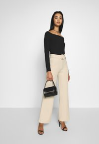 Nly by Nelly - TAILORED BELT PANTS - Spodnie materiałowe - beige - 1