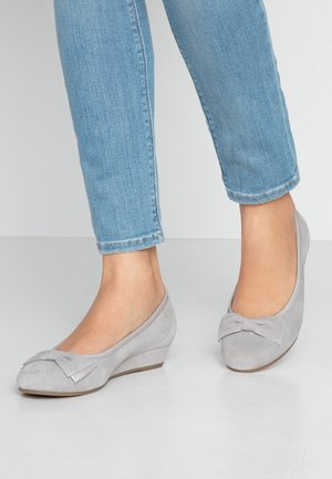 Wedges - light grey