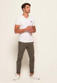 Superdry - VINTAGE  - T-shirt basic - weiß - 1