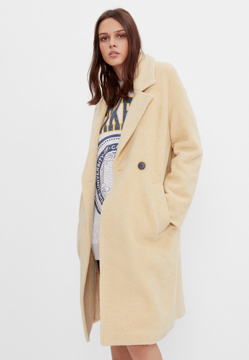 Bershka - Zimní kabát - yellow
