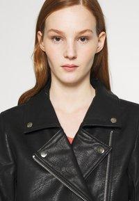 NA-KD - SHORT BACK BIKER JACKET - Leather jacket - black - 3
