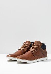 Pier One - Sneakers hoog - cognac - 2