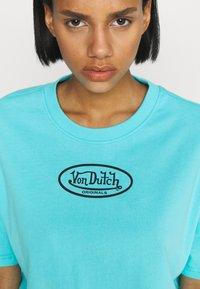 Von Dutch - ARI - Print T-shirt - blue - 6