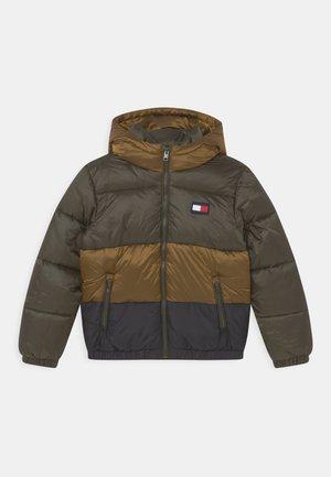 PUFFER COLORBLOCK - Winter jacket - dark olive/colorblock
