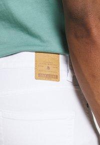 Only & Sons - ONSWARP LIFE CROP - Slim fit jeans - white denim - 4