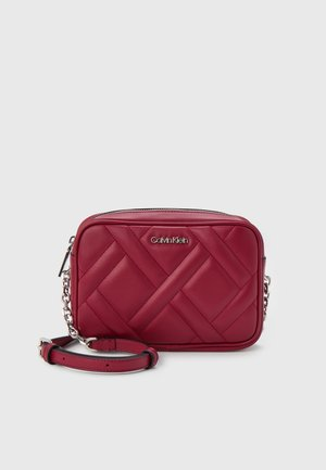QUILT CAMERA BAG - Across body bag - red currant
