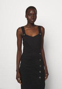 Pinko - ALLEGRO ABITO  - Pouzdrové šaty - black - 3