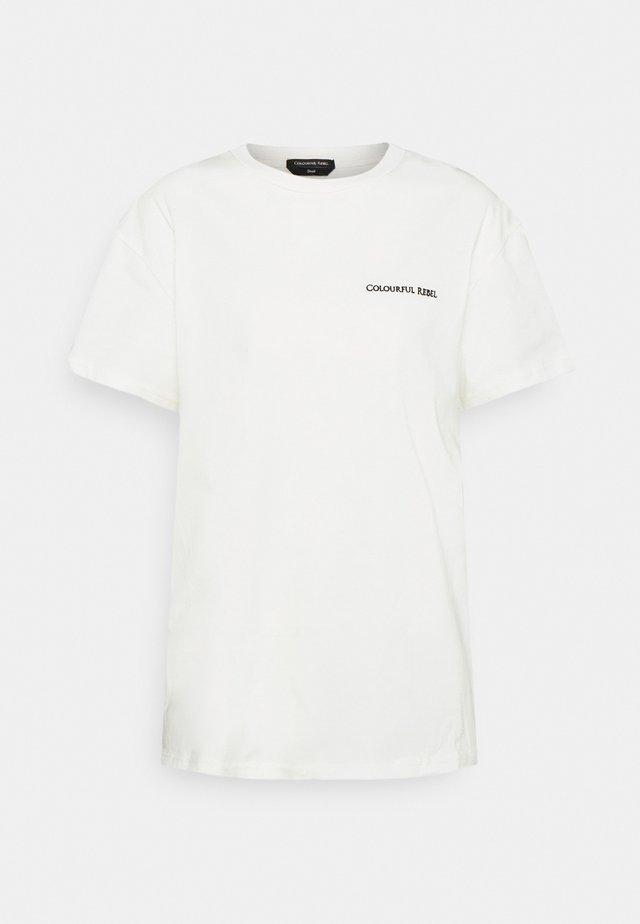HOLIDAY FUZZ LOOSEFIT TEE - Print T-shirt - white