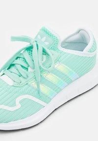adidas Originals - SWIFT RUN X UNISEX - Trainers - clear mint/footwear white - 5