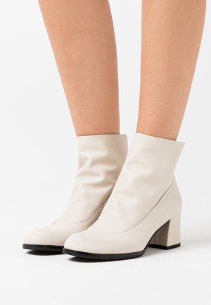 TWISTER - Ankle boots - avorio