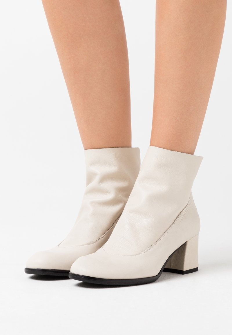 lilimill - TWISTER - Ankle boots - avorio